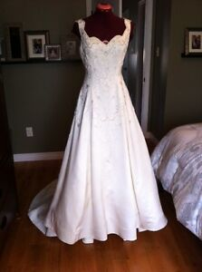 Used Alan Cherry A-line Wedding Gown