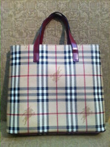 BURBERRY PURSE CLASSIC MODEL