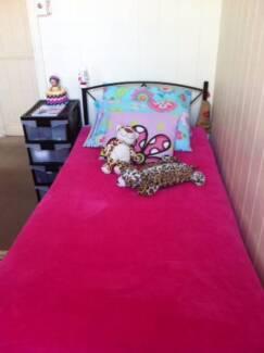 $150 SINGLE ROOM FOR FEMALE KANGAROO POINT