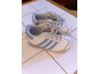 ADIDAS CHILDREN BOYS TRAINERS WHITE & BLUE SIZE UK 5 TODDLERS