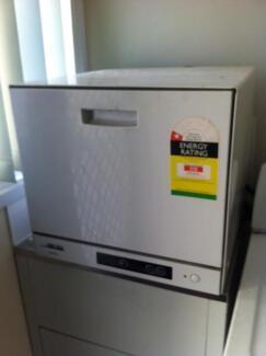 Bench top dishwasher