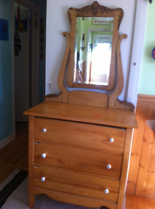 Antique 3 drawer dresser with bevelled mirror