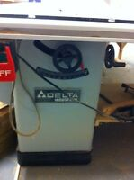 700$ o.b.o Table saw Delta Industrial / Banc de scie Delta ind.