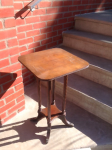 Petite table style Duncan Phyfe