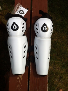 Knee full pad protection from Sixsixone