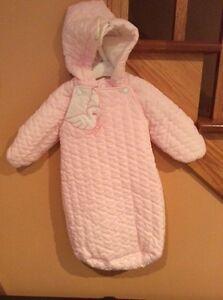 Enveloppes de bébé et habits d'hiver pour fillette 0 à 3 ans