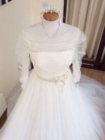 Brand new Pronovias wedding dress 12/14