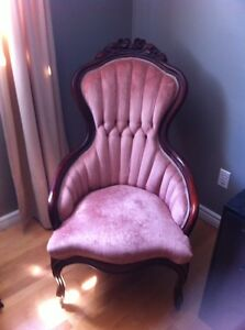Lovely carved wood antique chair. Kawartha Lakes Peterborough Area image 1