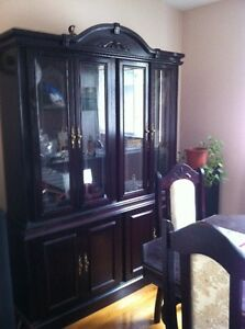 Dining room table with 6 chairs + buffet