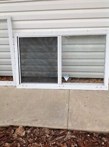 Aluminum window buy sell items tickets or tech in for Aluminum storm windows