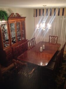 Dining Set incl. 8 chairs & China Cabinet