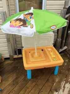 Dora and Friends WAter table with Accessories