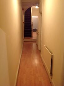 3 Bedroom Flat/ 5 Mins From BET365/ Festival Park/ Professionals Only *NO DSS/ PETS* Fully Furnished
