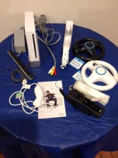 Wii  CONSOLE - 7 GAMES - ACCESSORIES