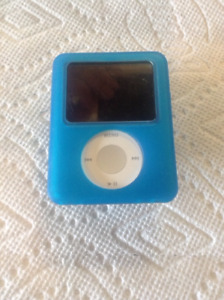 iPod Nano 3rd Gen 4GB with Case