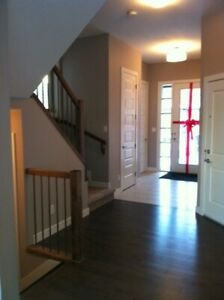Cozy 10Ft. Ceiling Height Attached Garage Duplex Ambleside