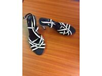 MARKS & SPENCER CREAM/BEIGE AND BROWN STRAPPY SANDALS SIZE 5 1/2 EURO 39