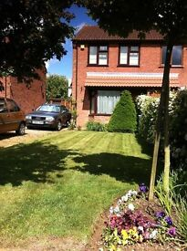 2-bed semi-detached house with UNDERFLOOR HEATING, AIR CONDITIONING and garage
