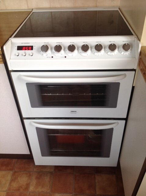 For Sale Zanussi Cooker - White, 55cm - Excellent condition