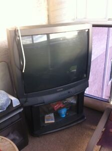 """TOSHIBA 32"""" CRT with stand"""