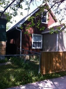 Beautiful 2 Bedroom House on Manitoba available June 1