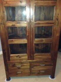 SOLID OAK BOOKCASE / DISPLAY CABINET WITH GLASS DOORS FOR SALE.