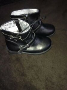 New girls boots - size 9 kids - $10