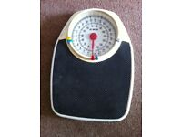 EKS weighing scales Vintage with large dial
