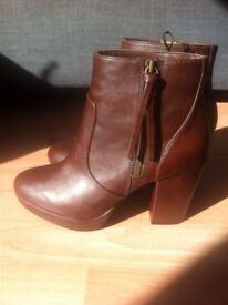 Never worn dark brown boots size 6