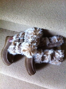 Girls/Toddler Boots from Carter's - size 8 (  like new )