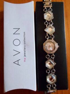 AVON Faceted Crystal Shapes Link Watch