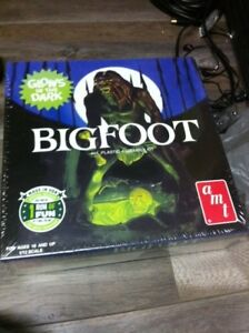 BIGFOOT GLOW IN THE DARK PLASTIC MODEL KIT 1:7 Model Kit