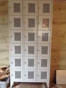 METAL LOCKERS IN VERY GOOD CONDITION