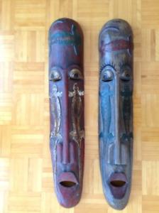 Ensemble de 2 masques ethniques scupltés avec lézards