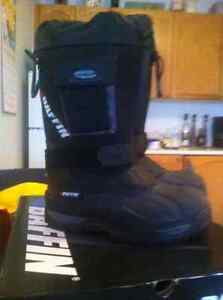 SIZE 10 BAFFIN ENDURANCE BOOTS  BRAND NEW !!