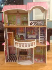 Doll house (perfect for Barbies)  Mint Condition
