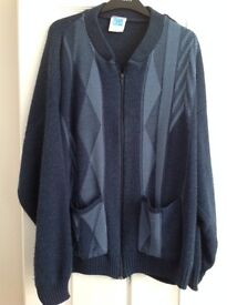 Blue zip up cardigan with 2 pockets at the front - Size XL