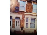 4 BED HOUSE FURNISHED HOUSE WITH GARDEN IN STRATFORD