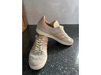 Ladies/Girls Adidas Gazelle trainers