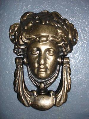 frappe porte, heurtoir en fonte patinée bronze,sonnette , nouveau !!!