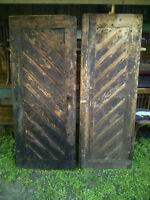 Portes gothiques antique en pin avec ferronnerie d'origine