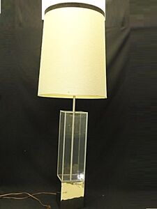 CHIC-60s-MID-CENTURY-MODERN-LUCITE-GILT-METAL-ARCHITECTURAL-COLUMN-TABLE-LAMP