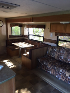 27 foot 2010 Summerland Trailer - large push out