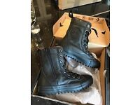 Converse youth black junior boot size 13