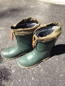 size 4 Men's/Big Boy's insulated rubber boots