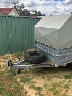 TRAILER WITH HARD TOP (6x4)
