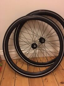 Axis 1.0 disc 700c wheelset - nearly new