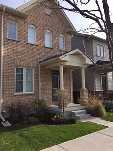 CONTEMPORARY 3 BEDROOM SEMI IN NICE COMMUNITY FOR LEASE!