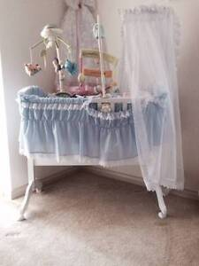 Baby Cradle / Bassinet (Hardly Used) Panorama Mitcham Area Preview