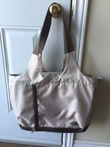 NORTHFACE TOTE BAG / SAC A MAIN $55